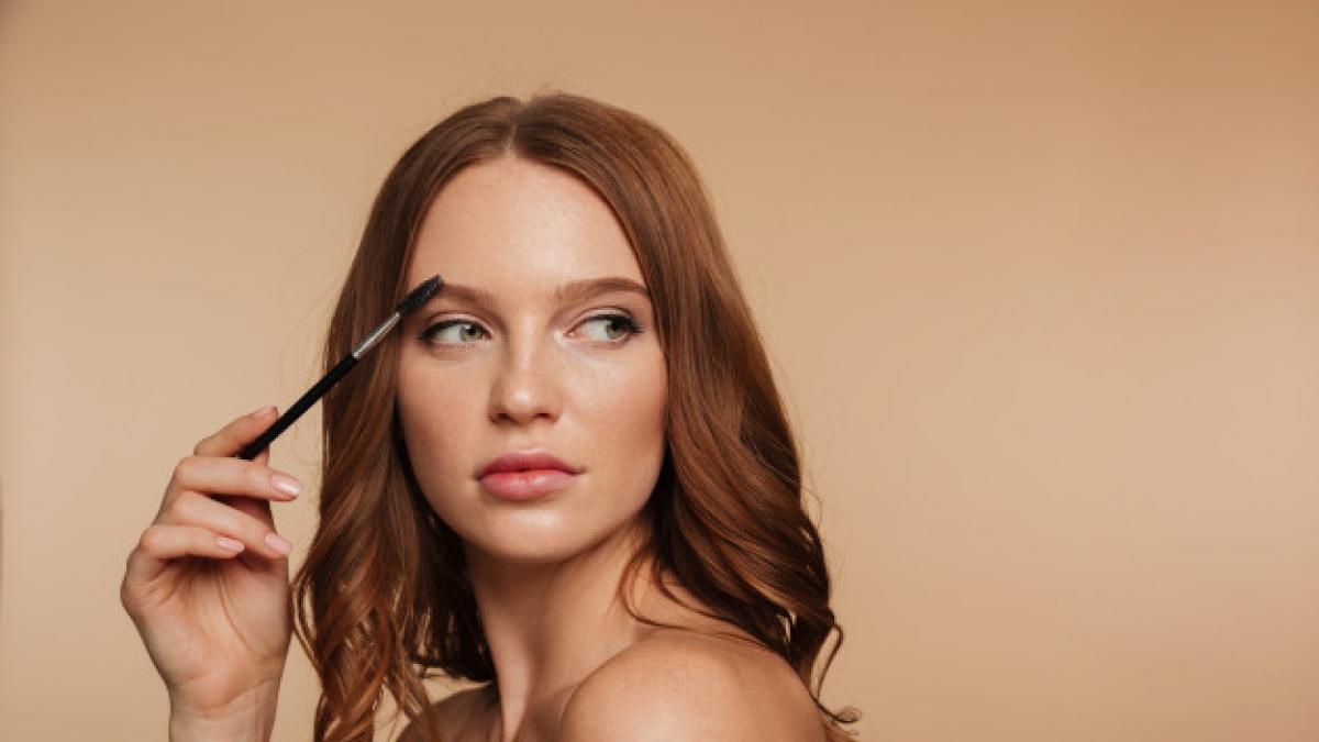 Despeinadas (¡a proposito!: asi se consiguen las cejas del verano con ayuda de una depiladora electrica