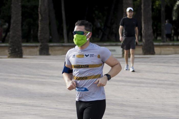 Un virologo considera a los runners elementos de riesgo para el contagio si no llevan la mascarilla
