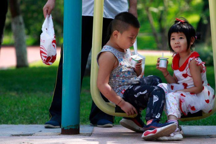 La capital china elimina el uso obligatorio de mascarillas en espacios al aire libre