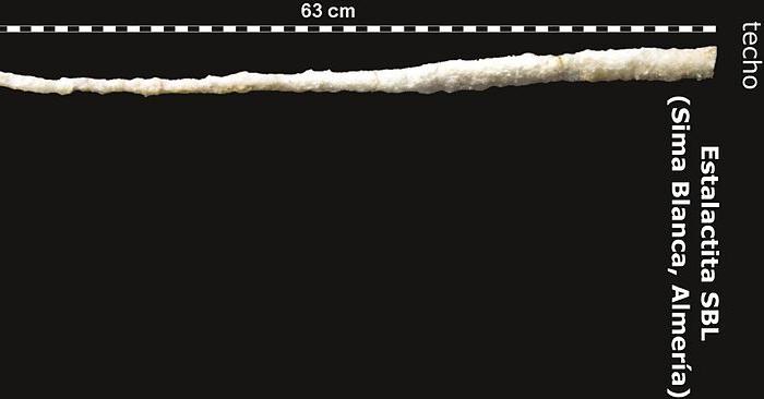 Una 'capsula del tiempo' en una estalactita de Almeria