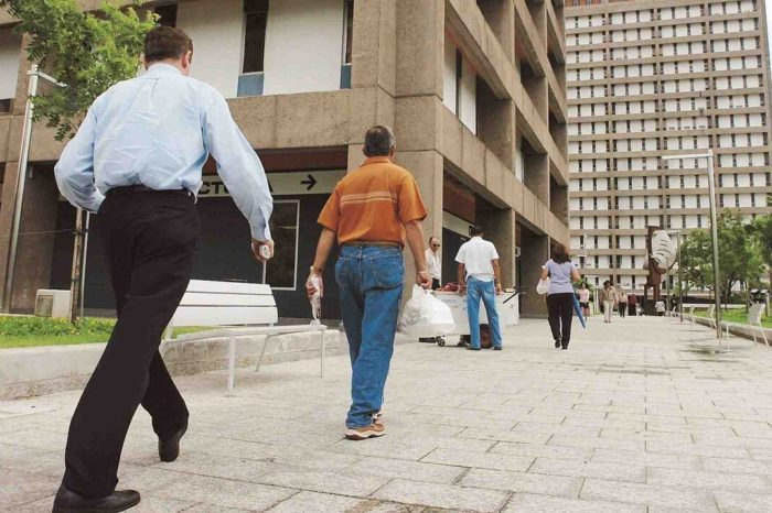 Uniones reclaman una directriz uniforme para empleados publicos con menores bajo su cuidado