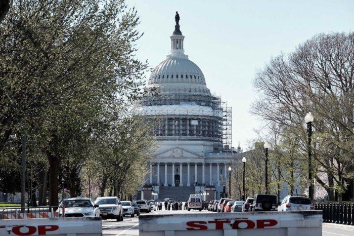 Nancy Pelosi y Steve Mnuchin se dan 24 horas mas para negociar un nuevo proyecto de estimulo economico