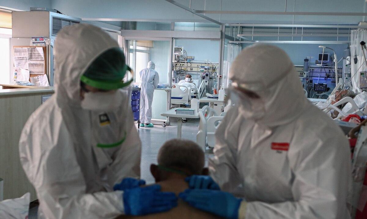 """Los medicos en Turquia se ven obligados a """"elegir a los pacientes"""" por la cantidad de contagiados de COVID-19"""