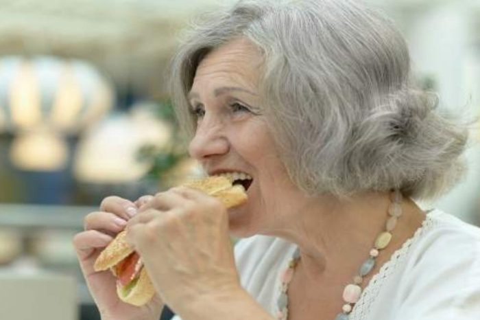 """""""La carne me sabe a gasolina"""": los efectos de la perdida de olfato causada por el coronavirus"""
