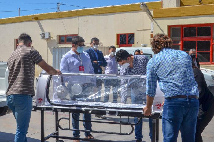 El Hospital de Valle Fertil recibio una camilla de bioseguridad para el transporte seguro de pacientes COVID-19