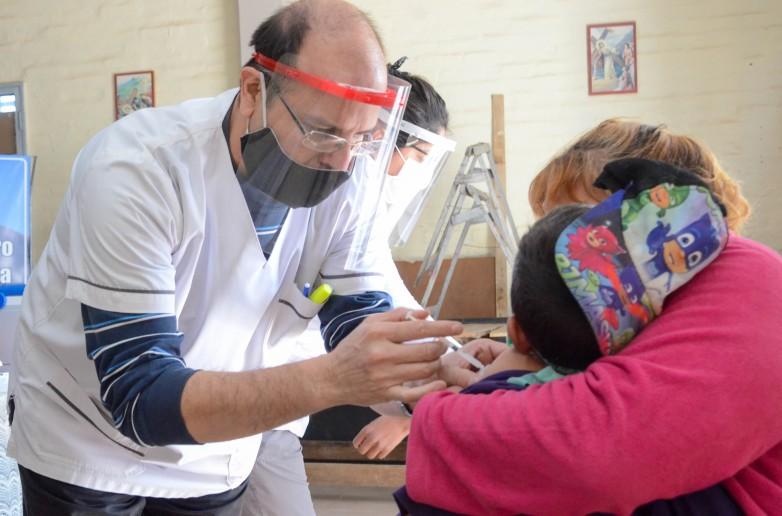 Destacan la importancia de sostener la vacunacion en contexto de pandemia