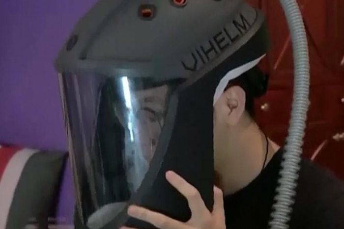 Desarrollan un casco que protege del coronavirus, pero permite rascarse y colocarse las gafas