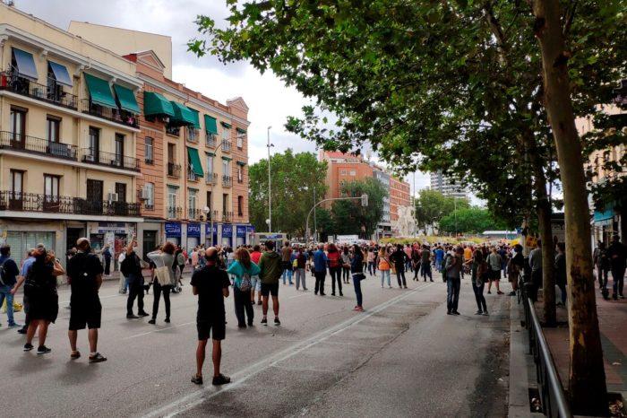 Miles de residentes del sur de Madrid se tiran a la calle en contra del confinamiento selectivo