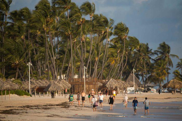 Republica Dominicana reclama que las infecciones por COVID-19 en las areas turisticas son bajas