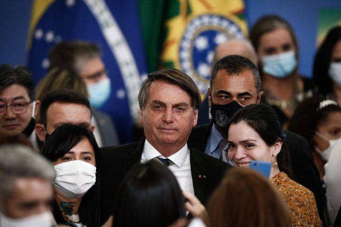 El presidente de Brasil, Jair Bolsonaro, insiste que las personas saludables no sufriran con el coronavirus