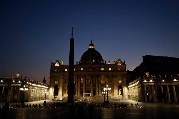 El Vaticano pide que las misas no se consideren formas de reunion