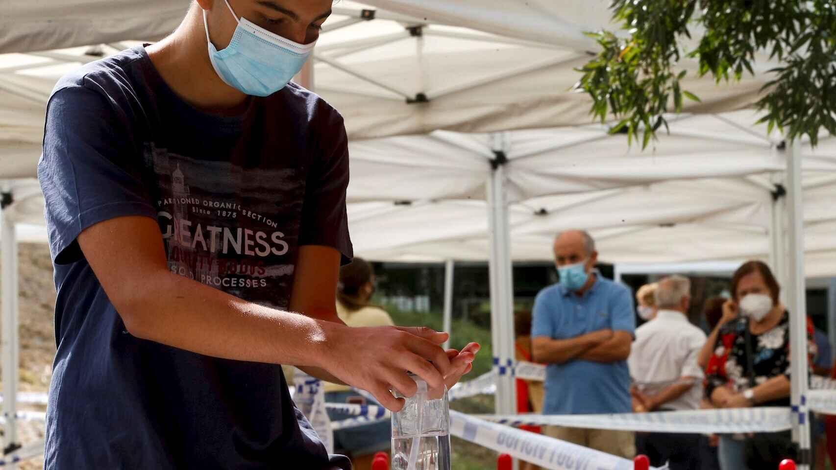 Los retrasos en Madrid, Cataluña y Baleares marcan el dia con mas positivos de la segunda ola