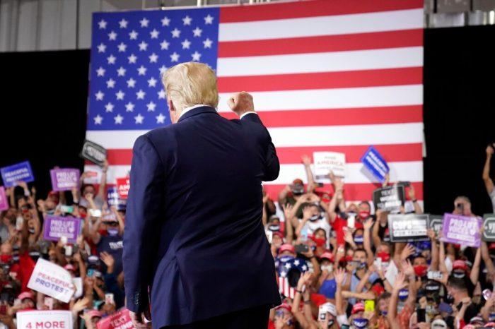 Trump realiza un multitudinario acto de campaña en un espacio cerrado en Nevada