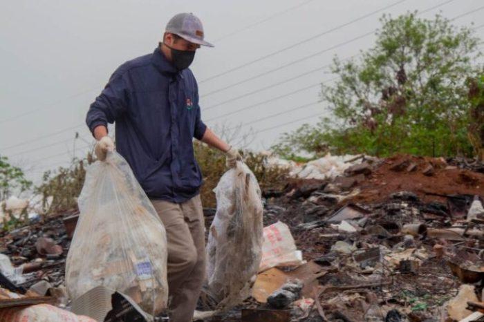 Dengue: trabajan en la eliminacion de minibasurales en el barrio Los Patitos 2