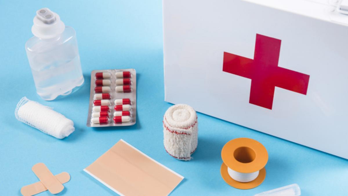 Por que deberiamos tener un botiquin de primeros auxilios en casa: todo lo que no puede faltar esta en este kit de Amazon