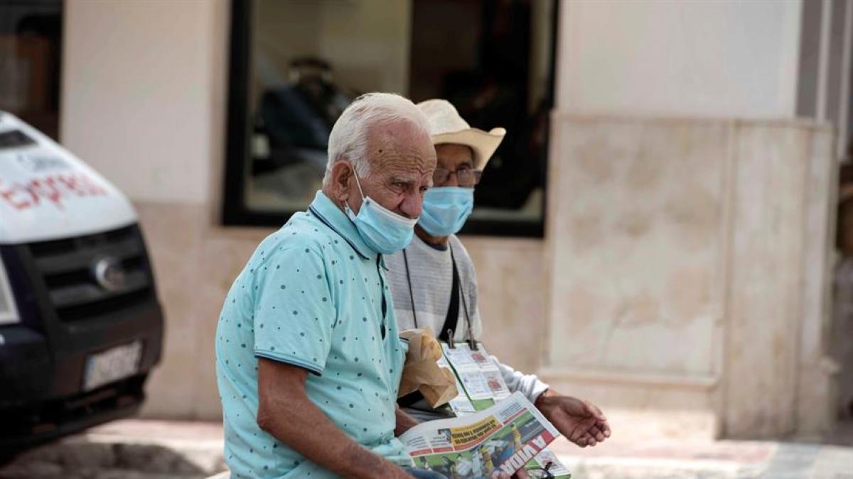 Una respuesta inmune tardia podria explicar el impacto de la COVID-19 entre los ancianos y los varones
