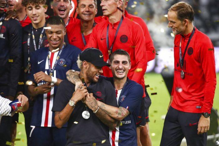 Tres jugadores del Paris Saint-Germain dan positivo a COVID-19
