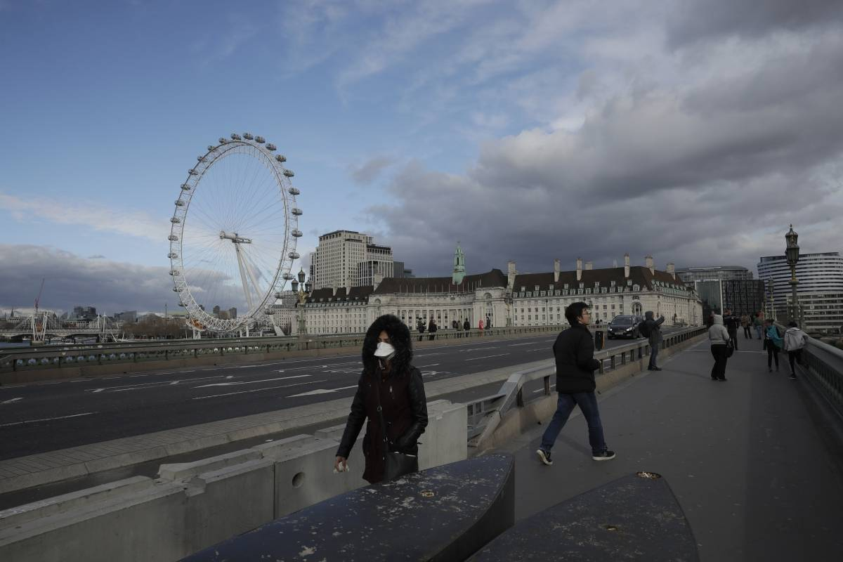 Miles protestan en Londres contra restricciones por COVID-19