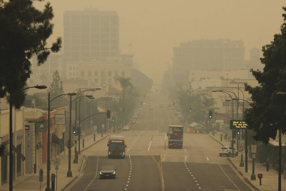 Daño economico de historicos incendios se suma al de pandemia en Estados Unidos