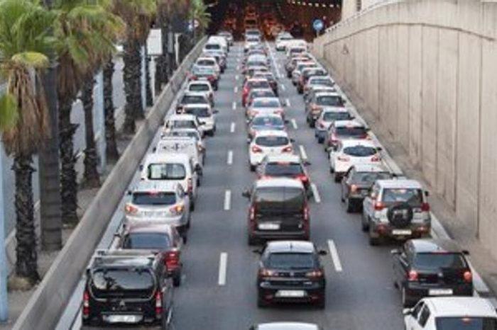 Barcelona multa a partir del martes los coches viejos y contaminantes