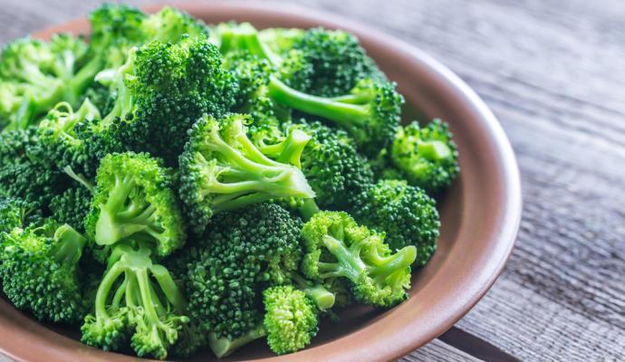 Consumir brocoli mantiene mas tiempo el bronceado