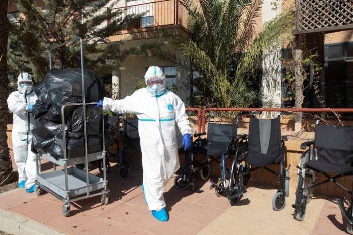 España desciende de los diez mil contagios diarios