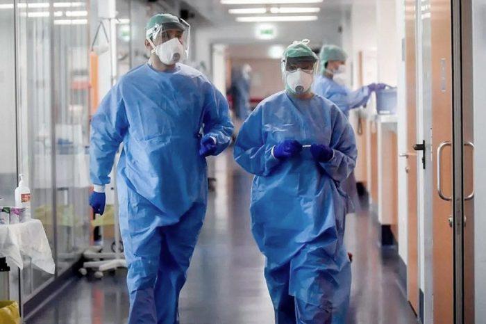 """""""Te mira a los ojos diciendote: 'Quiero vivir, ¡ayudame!'"""": el duro relato de una medica en plena pandemia"""