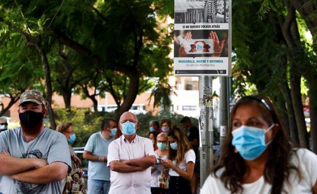 Sanidad registra a 146 personas que llegaron a España con covid «saltandose» los controles