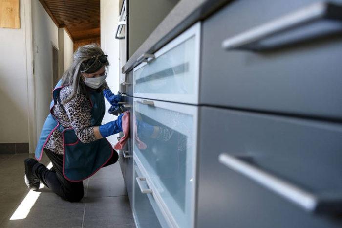 Al menos 400 mil empleadas de casas particulares perdieron su trabajo durante la cuarentena
