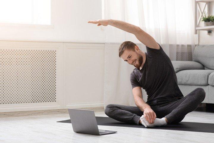 Ejercicio fisico y/o yoga incrementan el bienestar.