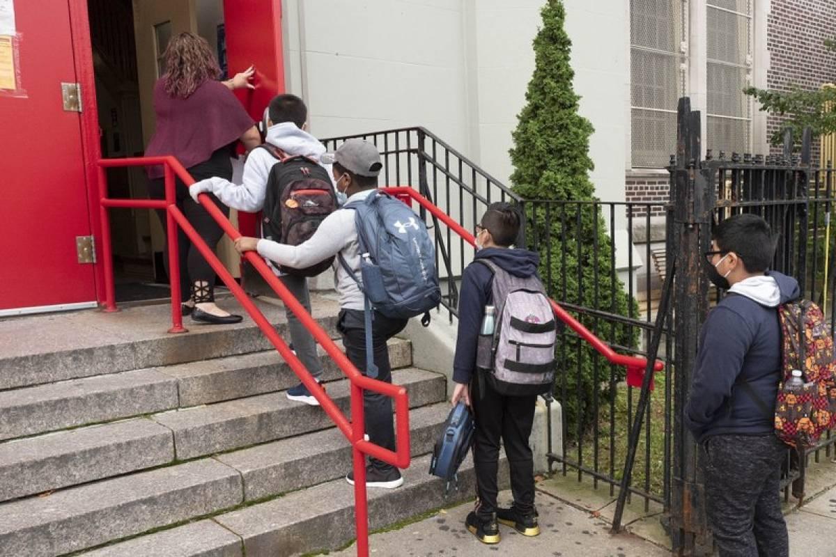 Aumentan los casos de COVID-19 entre niños en EEUU en medio de reapertura de escuelas