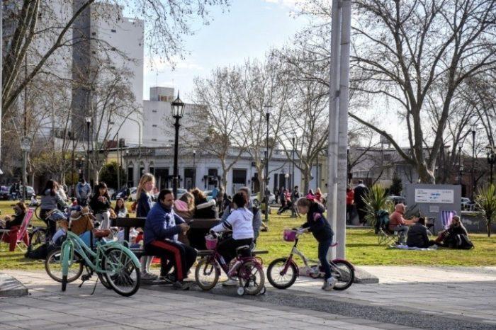 En plena pandemia, asi colmaron plazas y parques en La Plata