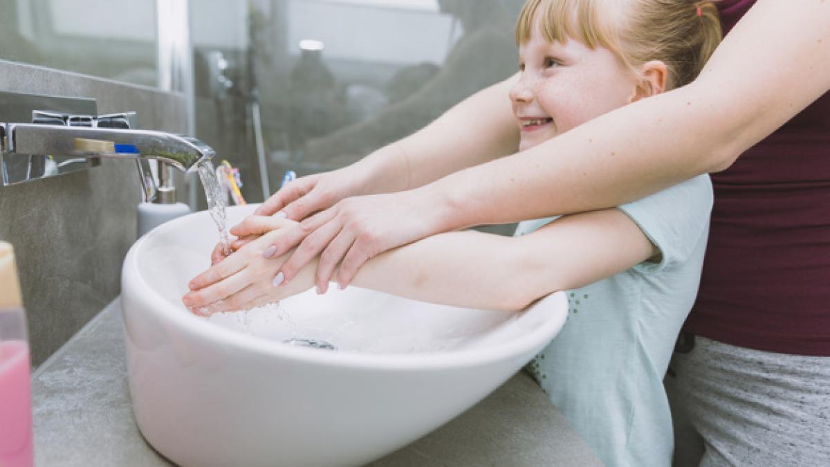 Dispensador de jabon, una idea efectiva y barata para que toda la familia se lave las manos al volver de la calle