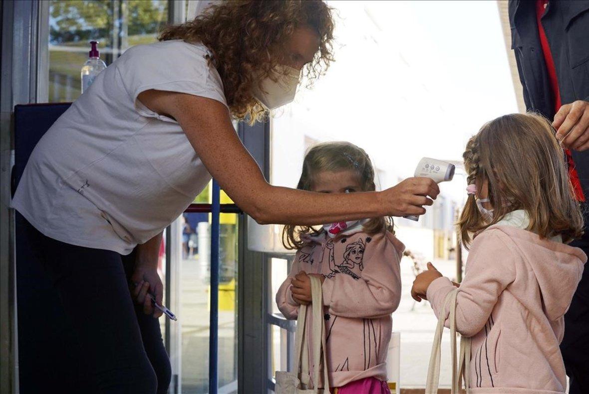 Madrid deja de hacer PCR a los contactos asintomaticos de niños positivos