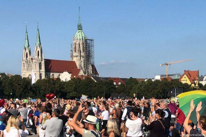 """10 mil manifestantes """"anti cuarentena"""" protestaron en Alemania"""