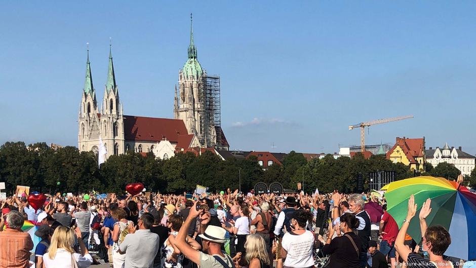 10 mil manifestantes