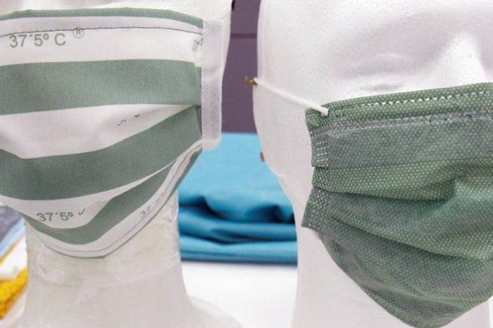 Los escolares alicantinos estrenan mascarillas que cambian de color con la fiebre