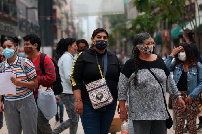 Entre optimismo oficial y escepticismo, Mexico supera 75,000 muertes