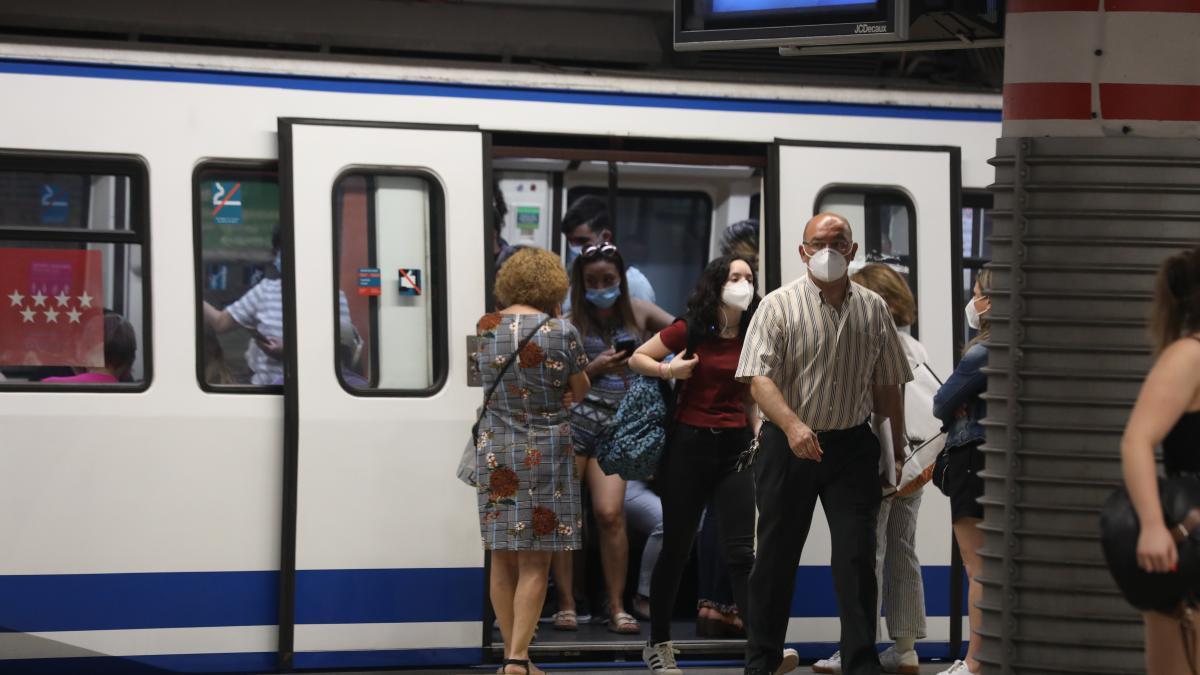 Como evitar el contagio por coronavirus cuando viajas en transporte publico