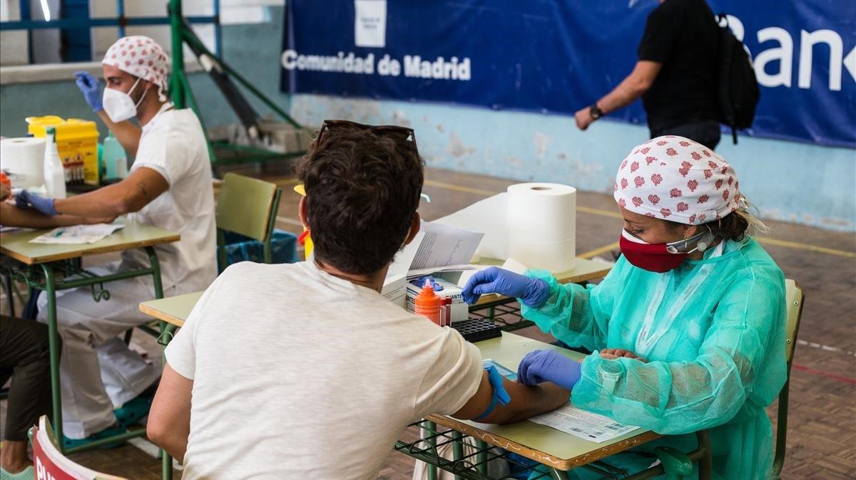 España notifica casi 9.000 casos de covid-19, un tercio de ellos en Madrid