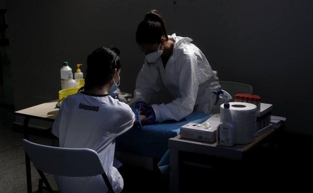 España se suma a los paises que estudian reducir la cuarentena a menos de catorce dias