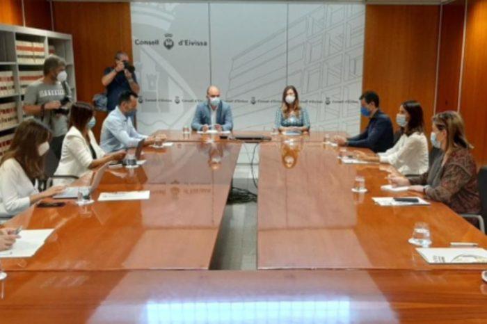 El municipio de Eivissa cierra la hosteleria al 25% y pide a la poblacion que salga lo minimo