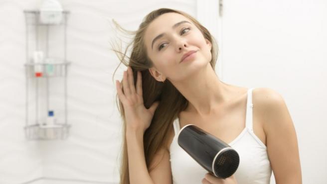 Como cuidar nuestro pelo en otoño con los secadores ionicos que Cecotec ha rebajado hasta un 50%