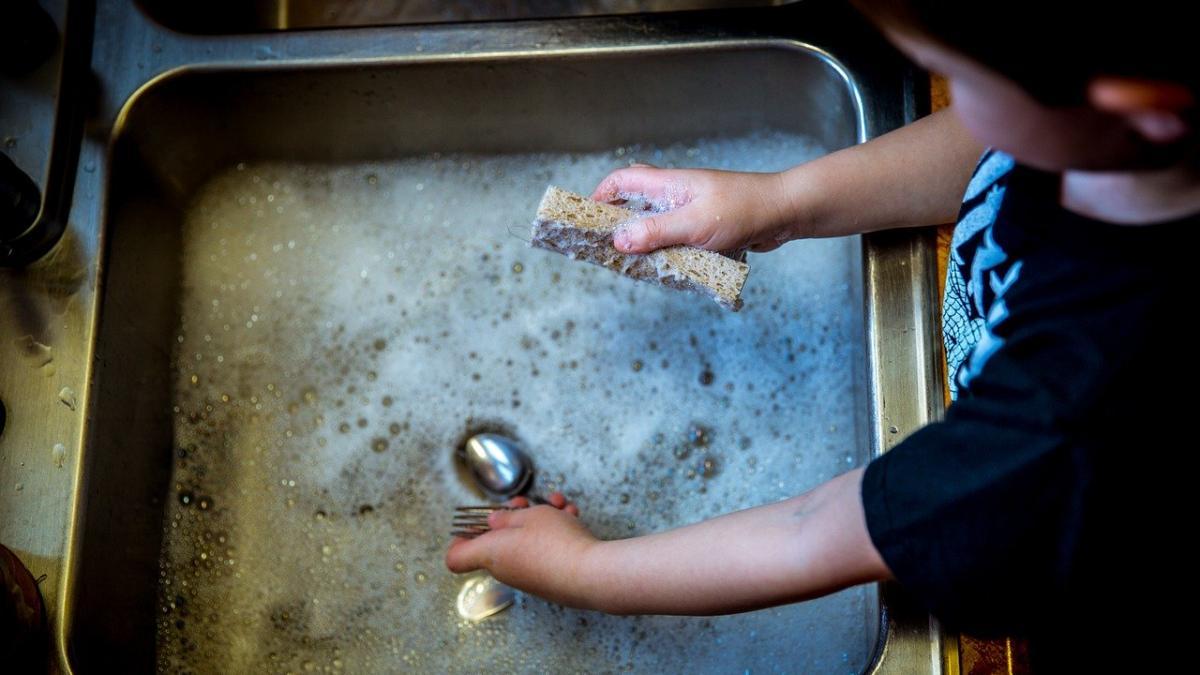 Once beneficios que aporta a los niños realizar tareas domesticas y cuales se recomiendan por franja de edad