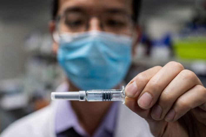 Preocupa el uso de vacunas experimentales en China; miles ya han sido inyectados