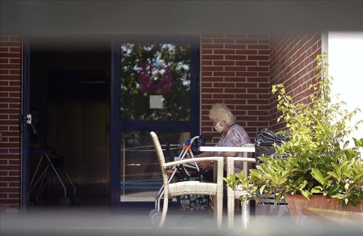 Familiares de ancianos denuncian ante los juzgados el plan de visitas del Govern en residencias