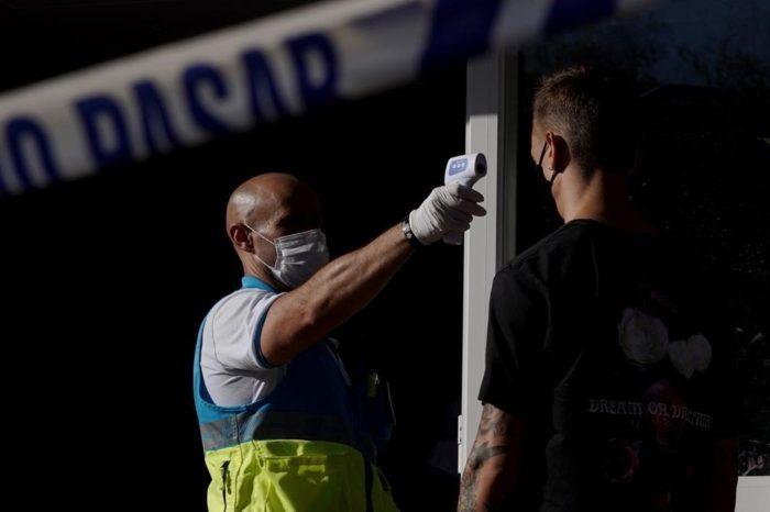 El auge del virus en Madrid asusta a las dos Castillas