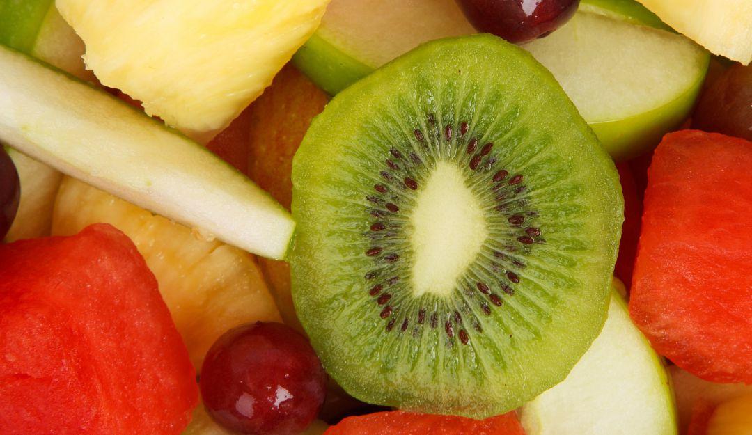 Kiwi: el consumo diario de esta fruta aumenta la alegria de vivir