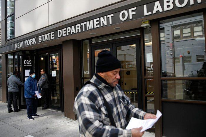 Las solicitudes de seguro por desempleo en Estados Unidos bajan a 751,000 durante la ultima semana