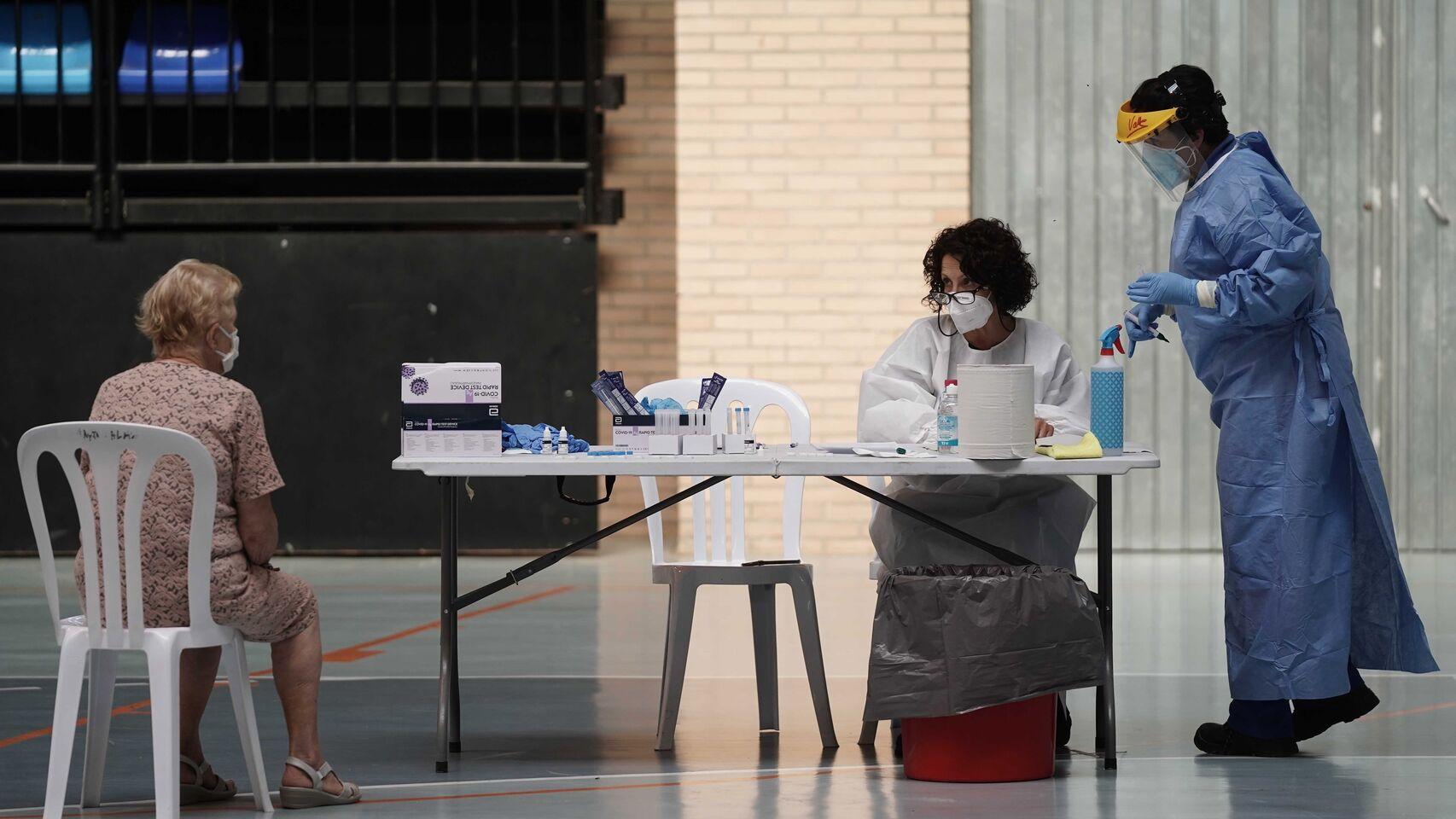 El lio de los test de antigenos: el 'sustituto' de la PCR que se hace a las personas erroneas